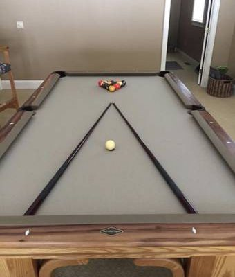 Peter Vitale Billard Table. 8 ft Pool Table